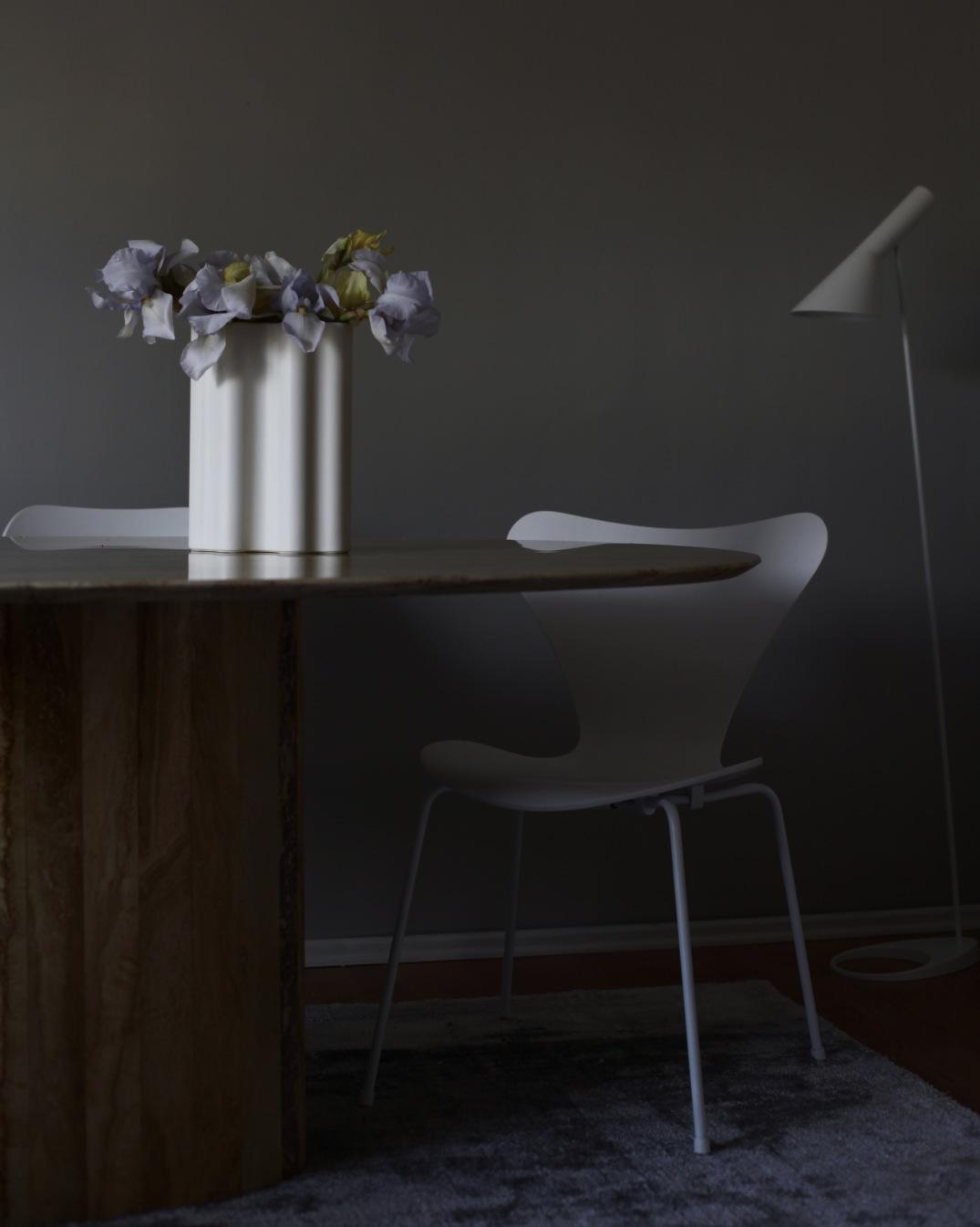 Arne Jacobsen, Fritz Hansen Series 7 monochrome, Louis Poulsen, Vitra, Marble Table