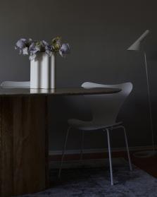 pale yellow and purple Iris in Vitra Nuage, Arne Jacobsen, Fritz Hansen Series 7 monochrome, Louis Poulsen, Vitra, Marble Table