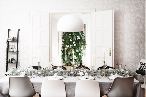 fir and pine christmas wall decoration with flowers styling Anastasia Benko - photo by westwingnow.de