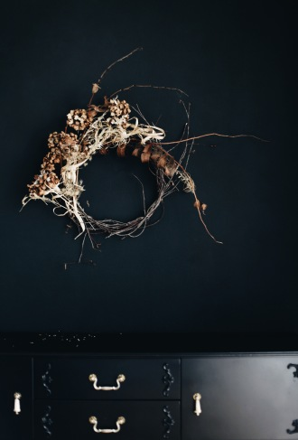 dried hydrangea wreath via anastasiabenko.com