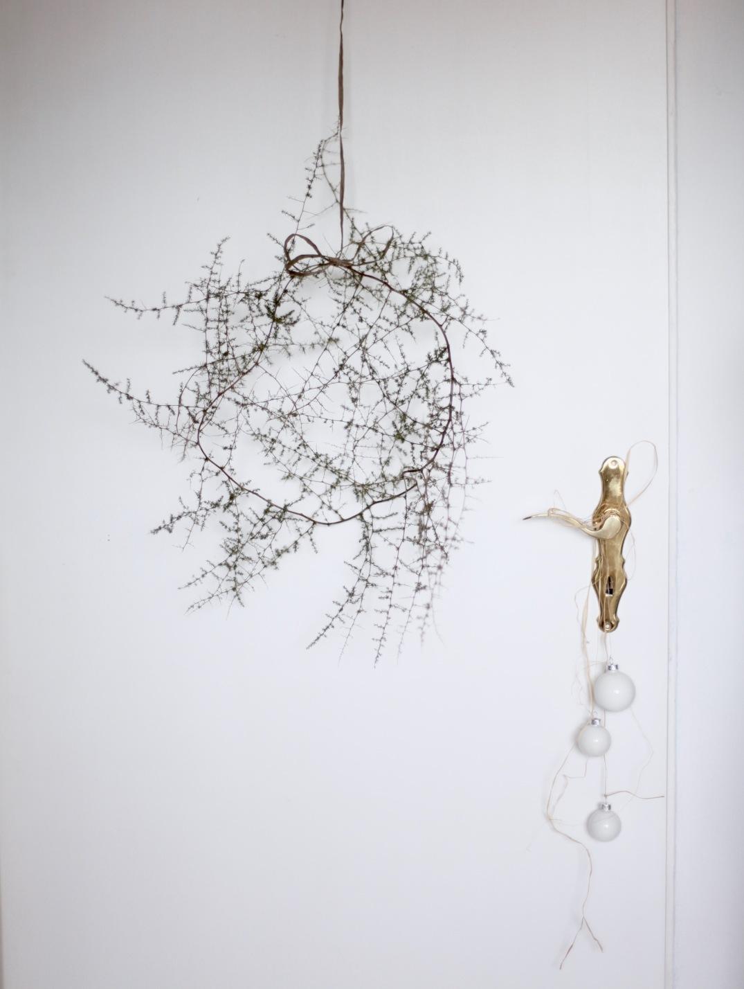 Minimalistic Christmas wreath via Anastasia Benko with white baubles