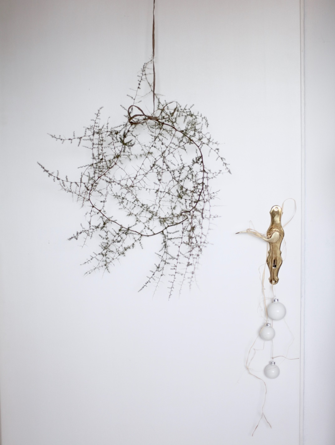 Minimalistic Christmas wreath via Anastasia Benko with white baubles