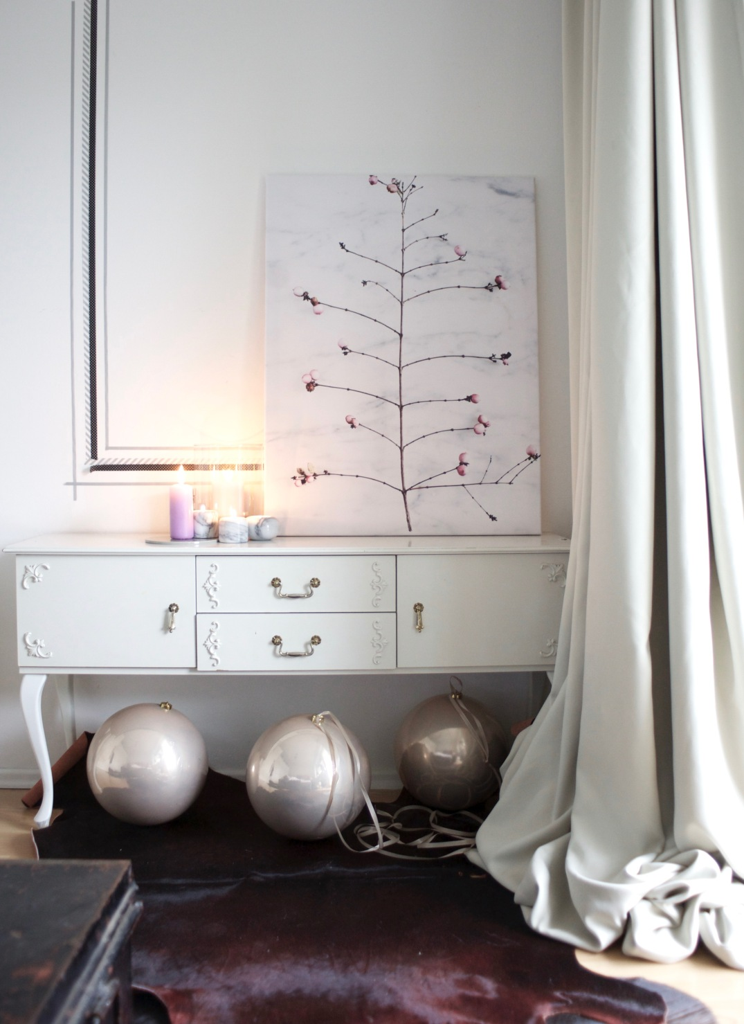 huge pink baubles - a simple christmas decoration via Anastasia Benko