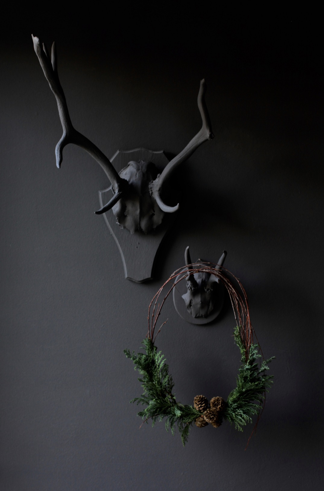 moody christmas wreath via Anastasia Benko