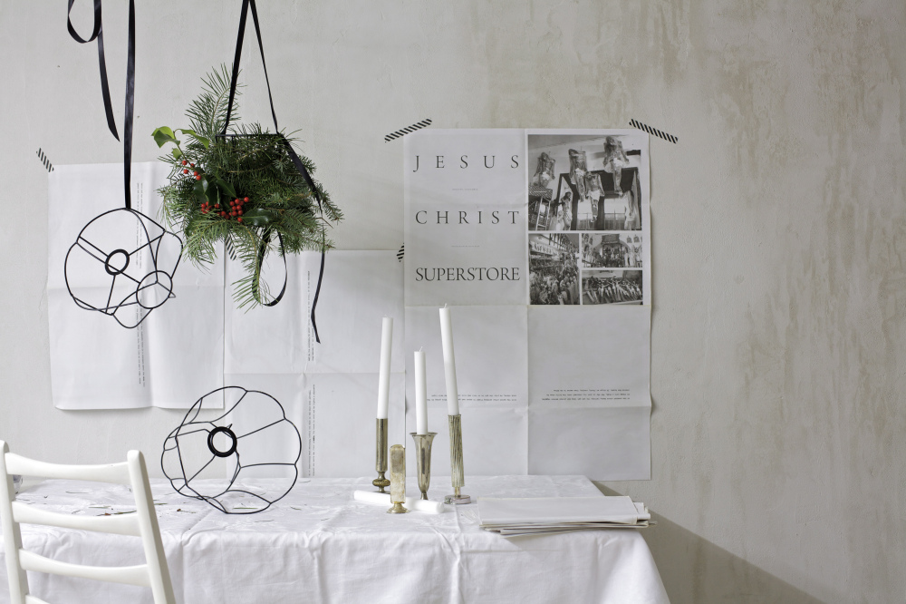 a christmas chandelier as a simple christmas decoration via Anastasia Benko