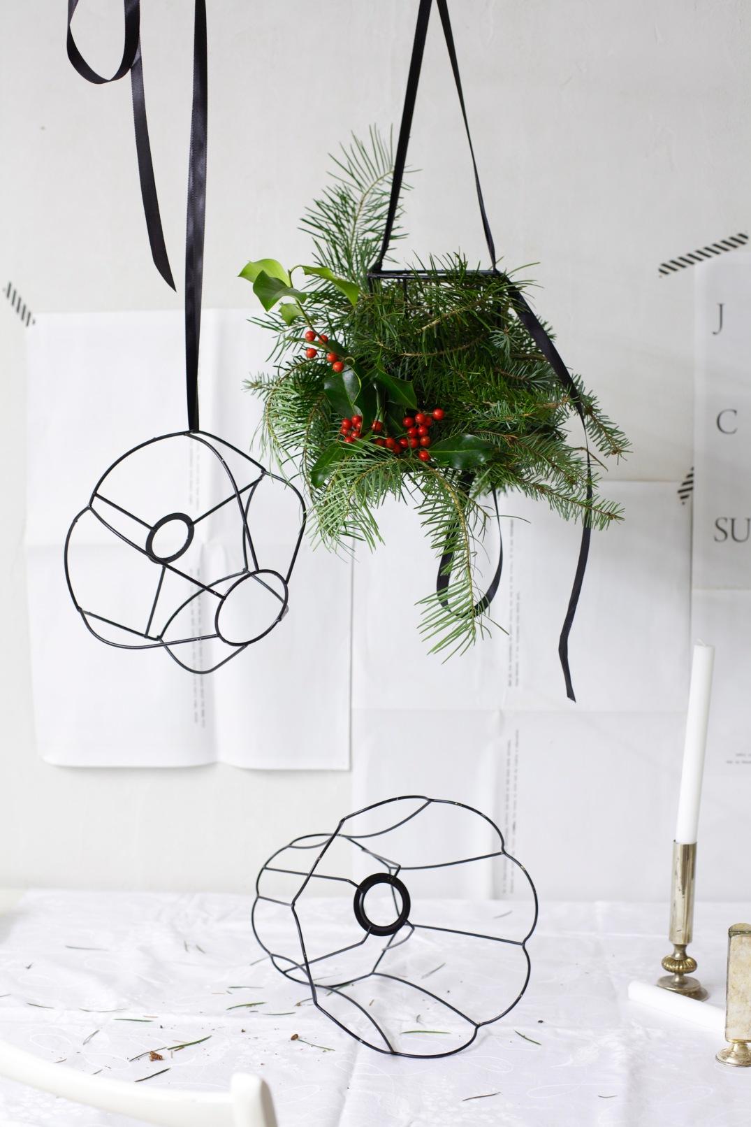 Christmas DIY chandelier via Anastasia Benko