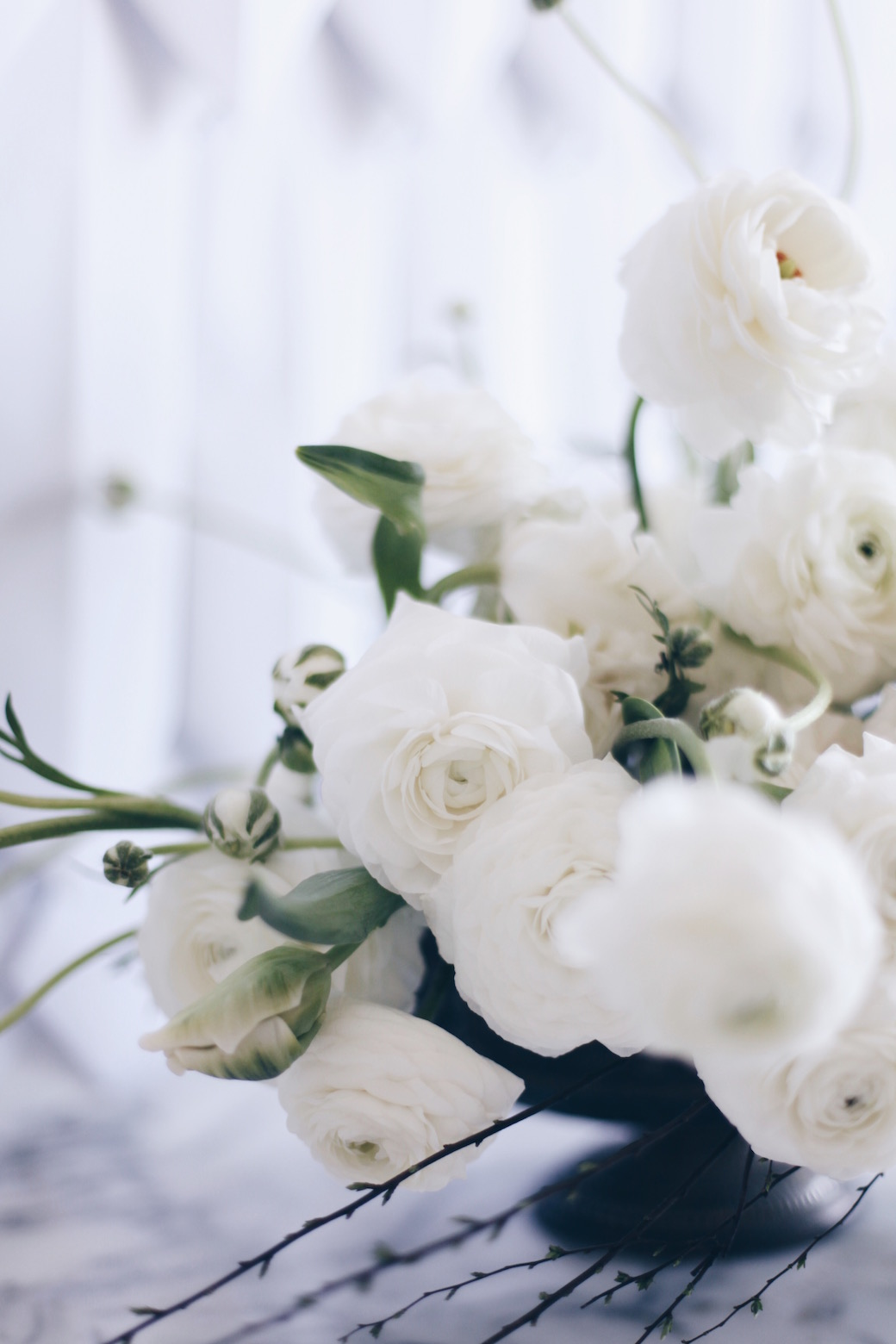 white flower arrangement via anastasiabenko.com
