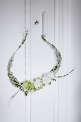 white spring wreath via anastasiabenko.com