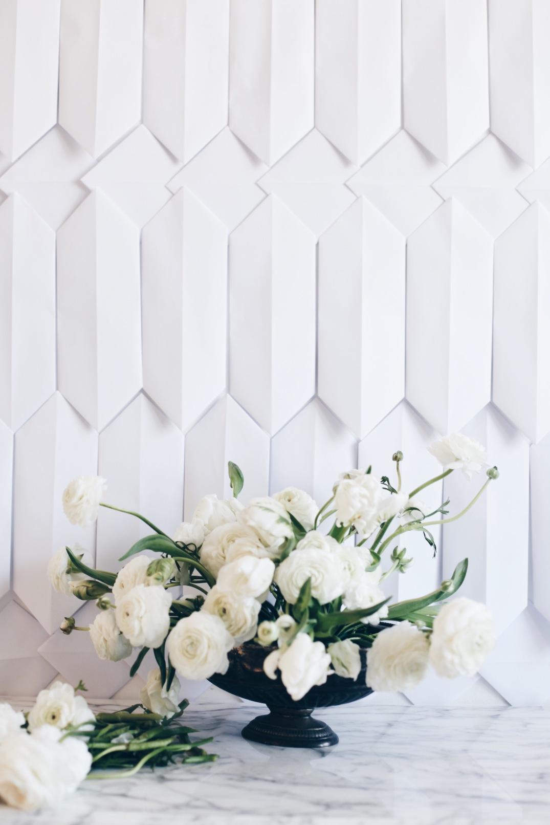white flower arrangement via anastasiabenko.com
