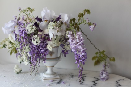 spring flower arrangement with wisteria, iris and roses / stylist Anastasia Benko