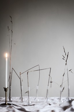 less is more - winter decoration with dried grass