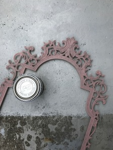 this is how the antique frame looked before I painted it with the outdoor paint 'ALL WHITE' from Farrow & Ball