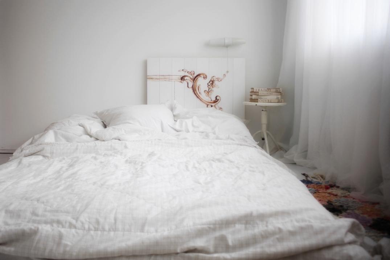 So einfach war das neue Bett fertig - einfach an die Wand lehne und fertig ist das neue antike Bett!