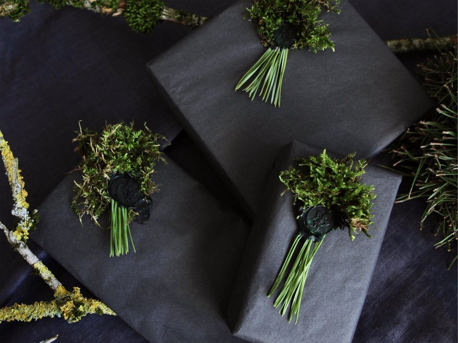 DIY Christmas pine tassel with sealing wax stamp
