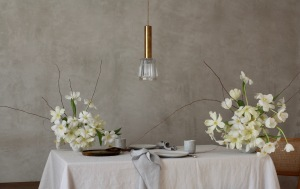 Floral decoration with white and pale yellow tulips