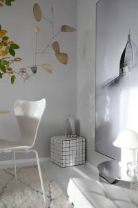 In der Ecke: Vintage Murano Glas Leuchte und mein kleiner Liebling - die pilzförmige Vintage Leuchte von Peil & Putzler - Homestory Anastasia Benko
